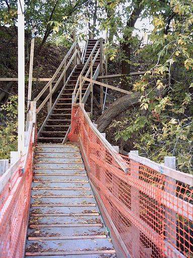 L'escalier de la passerelle, côté nord.